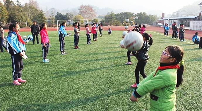 藻溪小学校园排球吉尼斯之星挑战赛拉开帷幕
