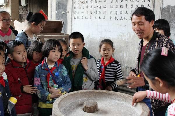 礼张小学开展清明文化教育活动