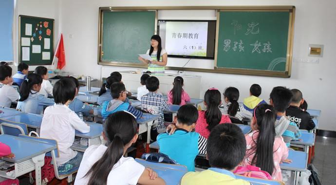 剡溪小学举行毕业班学生青春期专题讲座
