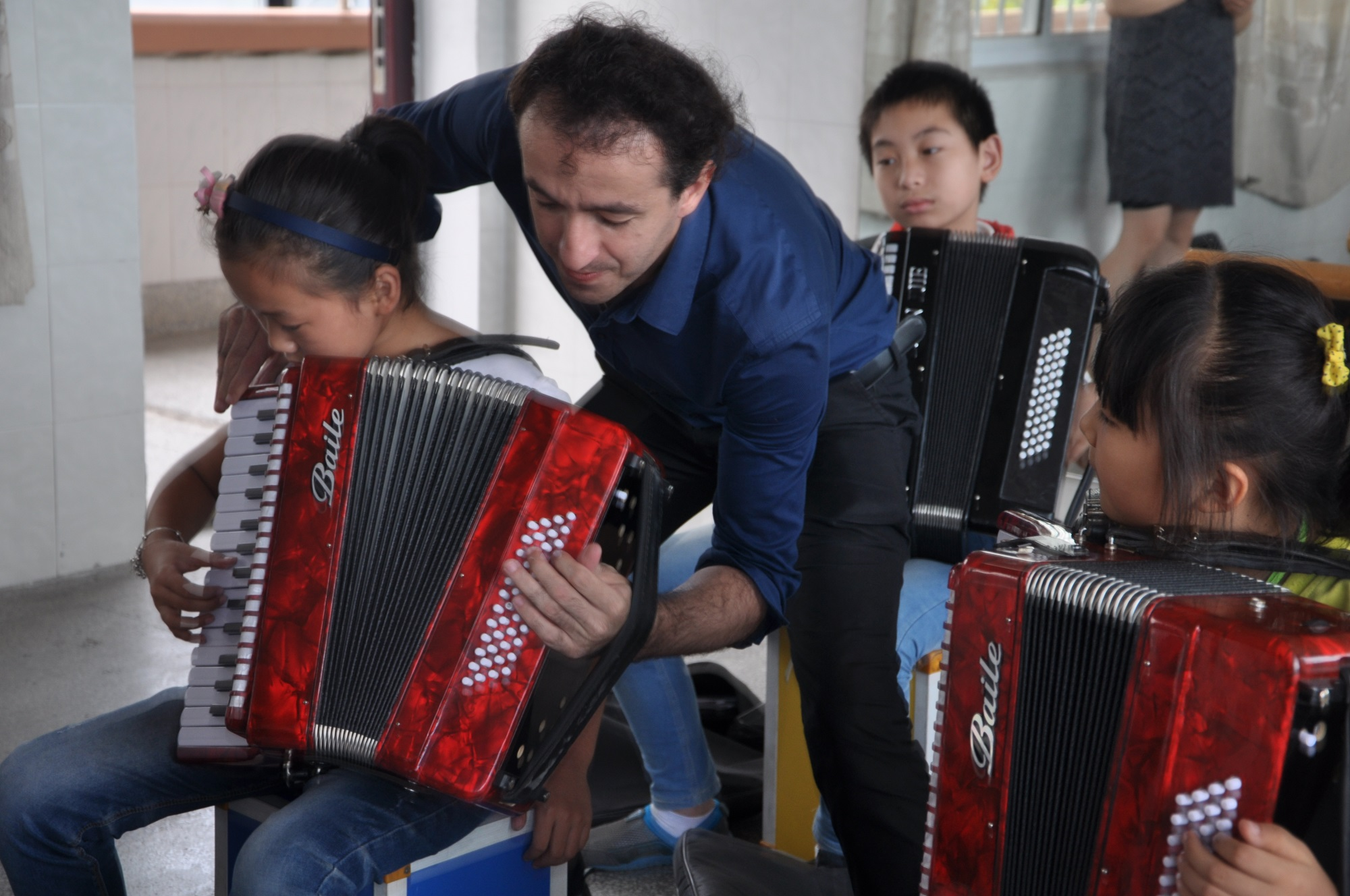 俞家小学举办手风琴世界冠军交流会