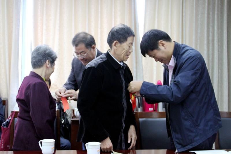长兴县教育局机关举行庆祝老人节暨八十岁祝寿