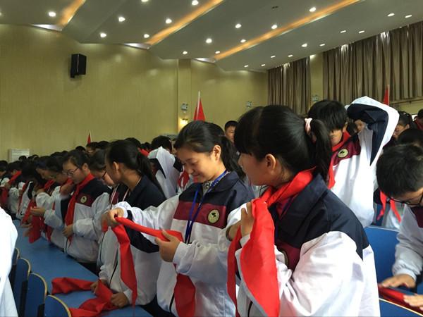 小浦中学:领巾在成长 责任在我心