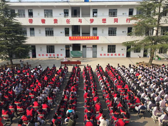 安吉丰食溪中学开展青少年心理健康讲座活动