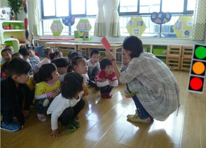 """嵊州市仙湖幼儿园3分钟""""微课堂""""发挥安全大作"""