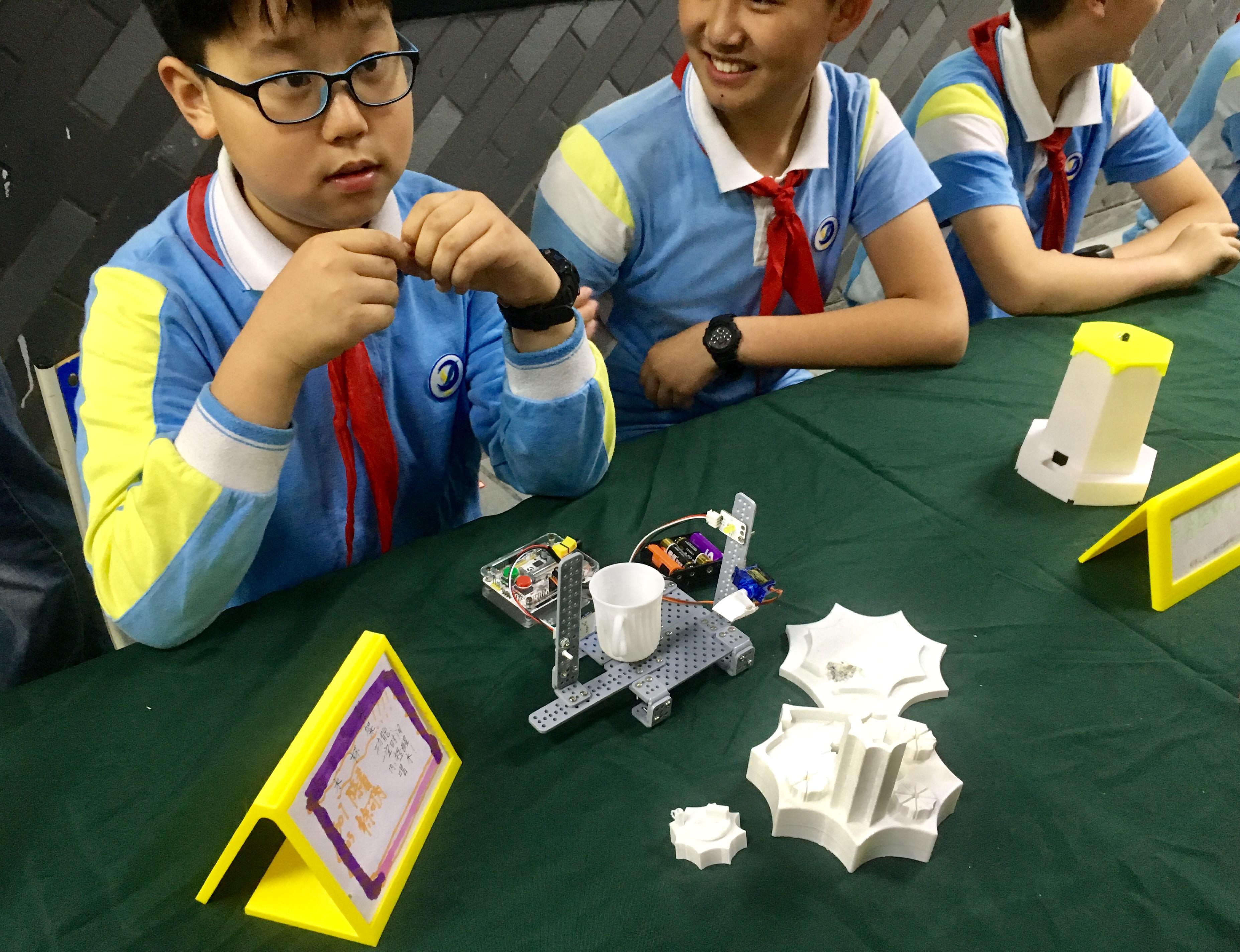 """经济日报:创客教育看杭州 从""""小""""做起,大有可为"""