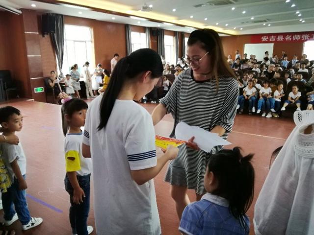 """凤凰山幼儿园开展""""美丽亲子家庭""""颁奖活动"""