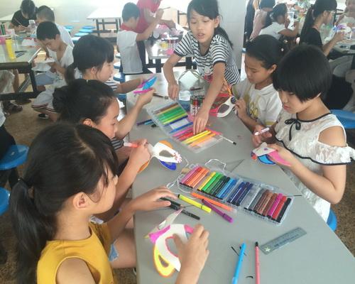 新前中心小学开展DIY手绘动漫面具制作活动