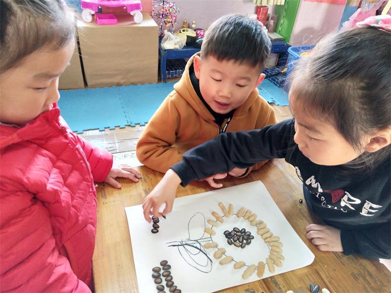 阮市杨幼:萌娃用瓜子果壳惊艳了时光