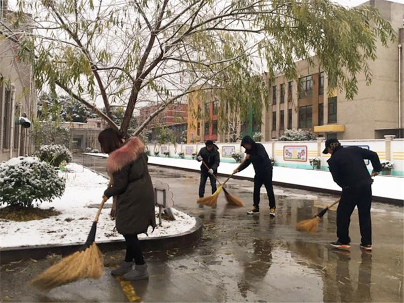 诸暨陶朱街道中心学校:应对冰冻雨雪 党员教师