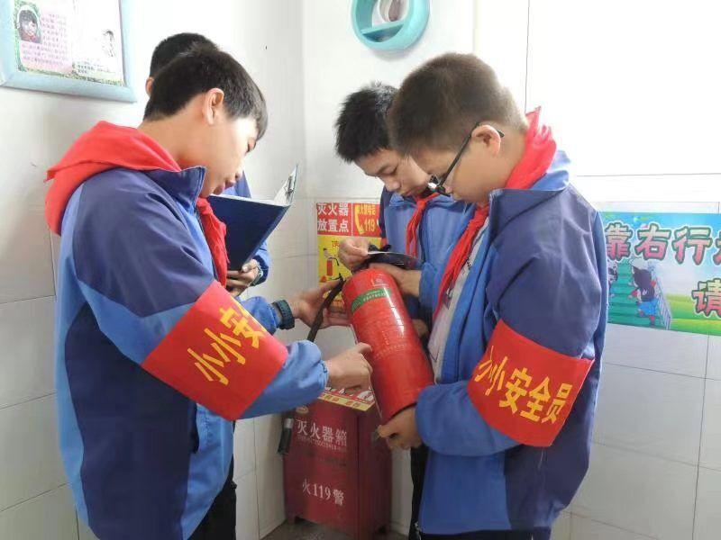 """常山县白石小学举办消防安全""""四个一""""活动"""