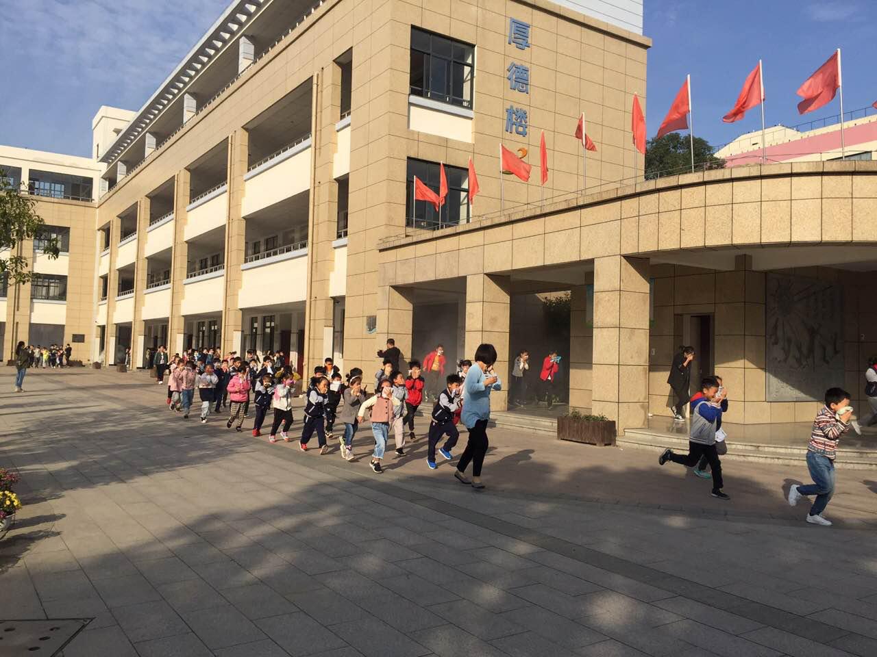 海宁市实验小学举行2019年防火灾应急疏散演习