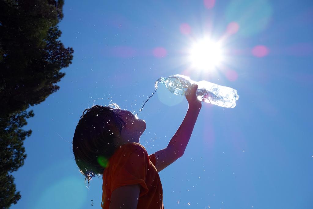 """<b>热?热?热?热?!帮孩子防暑降温,千万别踩进这七个""""陷阱""""里~</b>"""